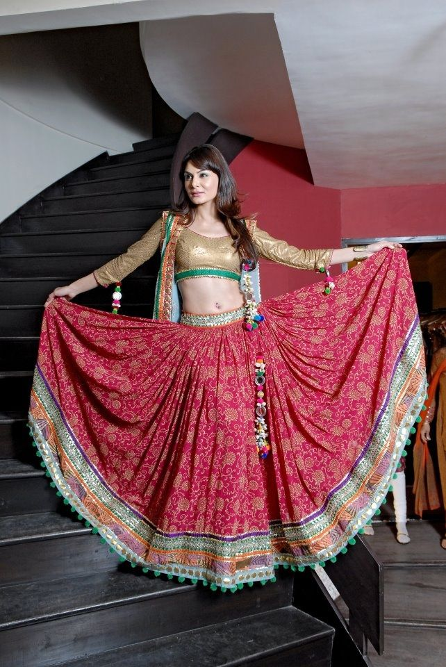 EXClUSIVE SPLENDID FLORAL LEHENGA CHOLI DESIGNS 2018