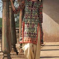 Embroidery Lawn Collection 2018 By Warda Kashmiri (11)