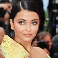 Aishwarya Rai Bachchan confuses with a metallic yellow dress in Cannes (2)