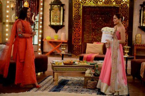 Actress Ayesha Omar's Pictures in Morning Show of Nida Yasir (8)