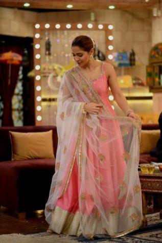 Actress Ayesha Omar's Pictures in Morning Show of Nida Yasir (9)