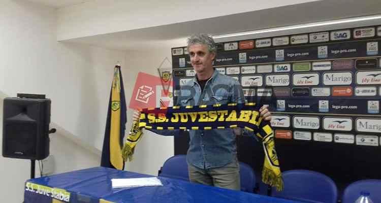 Presso lo stadio Romeo Menti di Castellammare di Stabia è stato presentato il nuovo allenatore, Mr. Guido Carboni