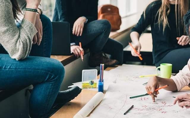 Ristrutturare casa è una decisione difficile ma spesso necessaria, se non si è esperti in questo tipo di attività ci si può affidare a ditte che occupano di ristrutturazione appartamento