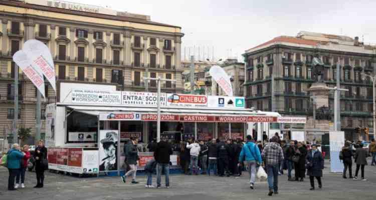 Il CineBus farà tappail 21 dicembre a Napoliin Piazza dei Martiri eil 23 dicembreaRomain Piazza del Popolo.Il video