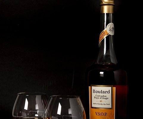 Molti italiani si recano in vacanza all'estero e tornano in Italia con una nuova passione alcolica: il sidro. Ecco come degustarlo