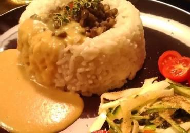 Riso con lenticchie saltate e salsa di miglio al Curry