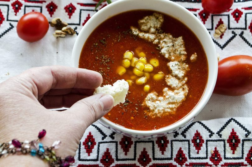 supa de rosii cu crema de nuci