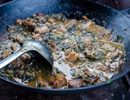 Am pus usturoi în strat, și am gătit două rețete cu spanac peren, pentru mic-dejun și prânz