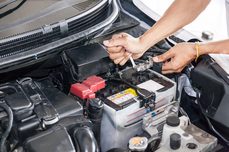 Przyczyny uszkodzenia akumulatora samochodowego