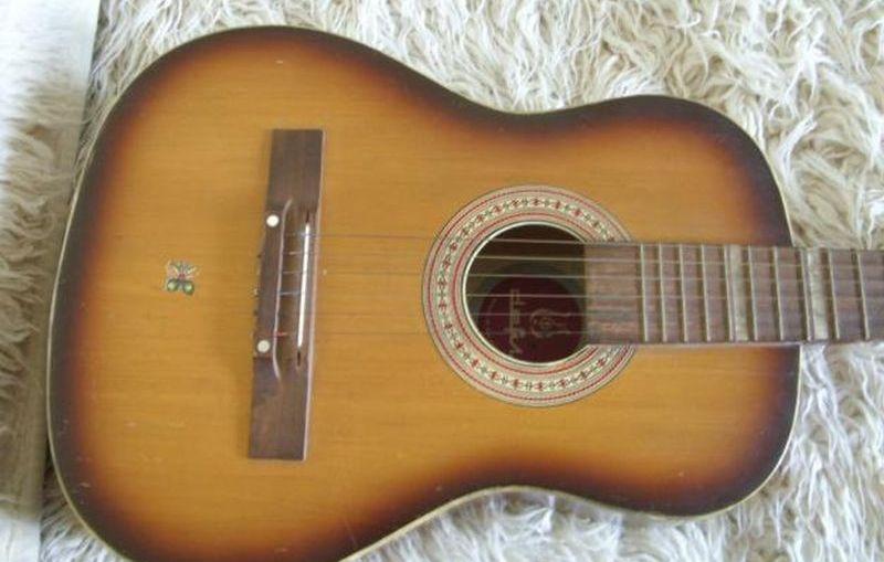 Defilowska sentymentalna tradycja gitarowa…