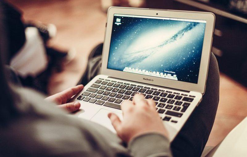 Rodzicu zwróć uwagę na to, co robi Twoje dziecko w sieci