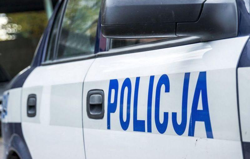 Na widok policjantów włączył silnik i zaczął uciekać…