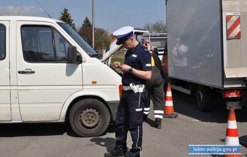 """Lubińscy policjanci prowadzą na drogach powiatu działania kontrolno-prewencyjne pn. """"SMOG"""""""