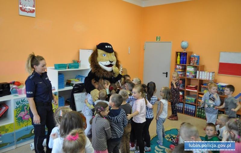 Komisarz Lew z wizytą u lubińskich przedszkolaków