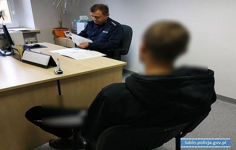Dwaj mężczyźni spotkali się w ustronnym miejscu. Zauważyli ich policjanci i przechwycili znaczną ilość narkotyków