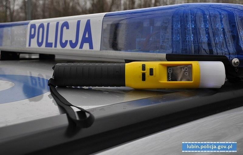 Policjanci lubińskiej grupy SPEED zatrzymali kierowcę na podwójnym gazie