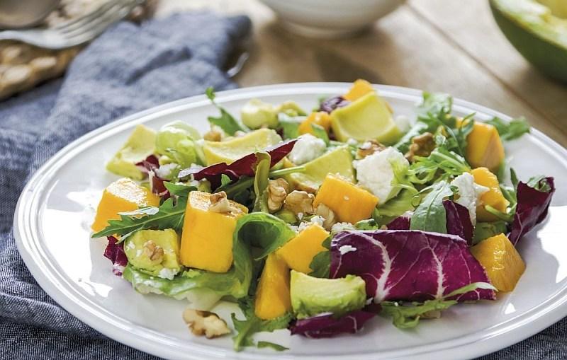 Kulinarna propozycja na Dzień Kobiet: Ekspresowa sałatka z rukolą, mango i awokado