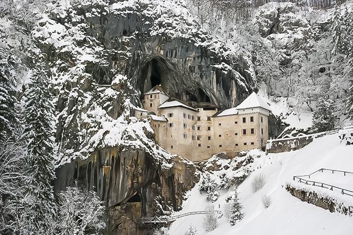 Słowenia i jej atrakcje - Predjamski Grad