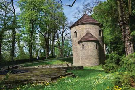 Rotunda romańska z XI w. była pierwszą świątynią chrześcijańską na Śląsku Cieszyńskim. Pełniła funkcję kaplicy zamkowej kasztelana, później książąt cieszyńskich.
