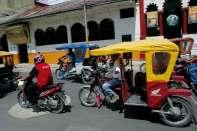 Motocykle i trójkołowe mototaksi to najtańszy i najbardziej emocjonujący środek transportu po Iquitos