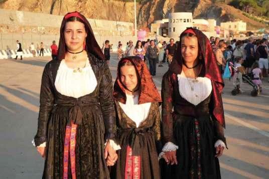 Mieszkanki Sardynii w regionalnych strojach – święto Stella Maris w Arbatax