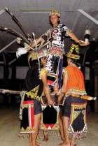Tańce są kulminacyjnym punktem folklorystycznego show i znakomitą okazją do podziwiania odświętnych strojów.
