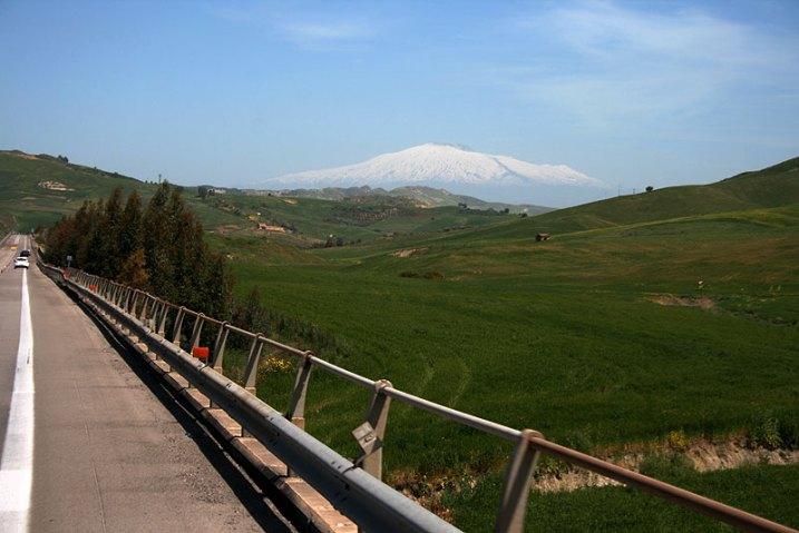 Widok na Etnę z autostrady A19 prowadzącej do Sicilia Outlet Village (od strony zachodniej), fot. Paweł Wroński