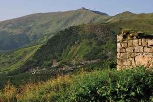 Ruiny schroniska na przełęczy pod Popem Iwanem