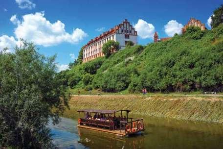 Podczas rejsu gondolą po Wiśle turyści mogą podziwiać okazały pałac Marysieńki.