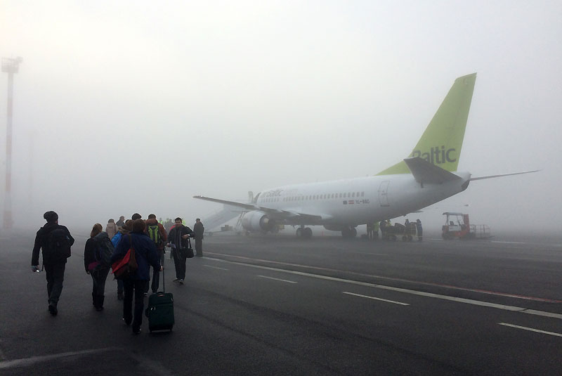 Samolot Air-Baltic w Popradzie (opóźniony start 19 grudnia 2015 z powodu gęstej mgły), fot. Paweł Wroński