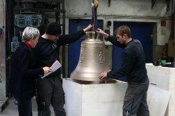 Pakowanie gotowego dzwonu, fot. Paweł Wroński