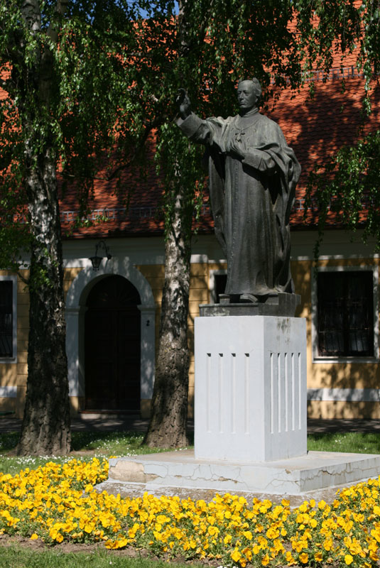 Pomnik Josipa Juraja Strossmayera vis a vis katedry, fot. Paweł Wroński