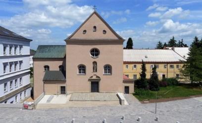 Chrudim Kościół św. Józefa, muzeum rzeźb barokowych