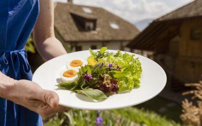 Przepisy na wiosenne sałatki wprost z włoskich gospodarstw Roter Hahn