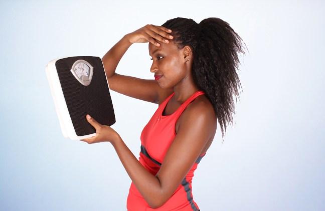 Zugenommen-Übergewicht-Waage-Frust