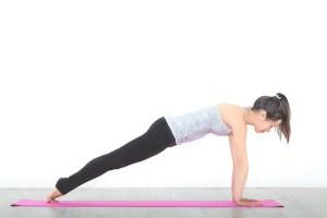 Yoga ist ein wunderbarer Weg, um Core Muskulatur, Flexibilität und mentale Stärke zu trainieren.