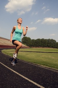 runner-training-high-leg-jogging-fit-athlete_visualhunt CC0