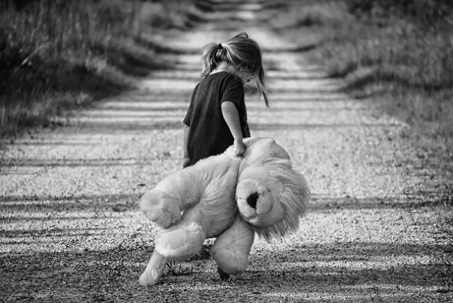 Wenn wir als Kind nicht lernen, dass wir so geliebt werden, wie wir sind, ist es im späteren Leben schwer, Selbstvertrauen zu entwickeln.