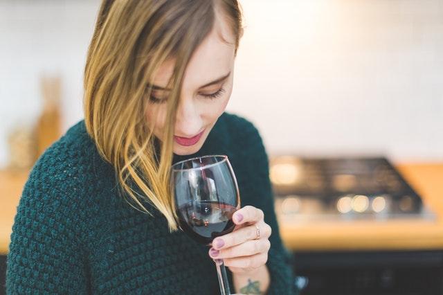 Alkohol macht uns dick und krank, wenn wir es übertreiben.