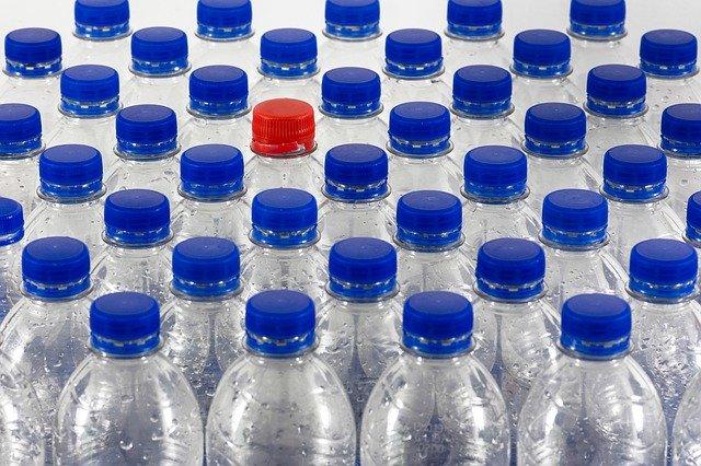 Plastikflaschen enthalten Toxine wie BPA, BPS oder BPF.