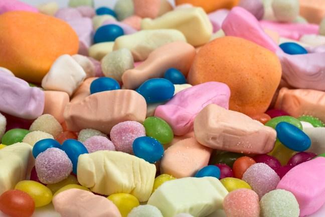 """Zahlreiche """"fettfreie"""" Produkte bestehen zu fast 100% aus Zucker. Das ist das absolute Rezept für Heißhunger, Übergewicht und Diabetes."""