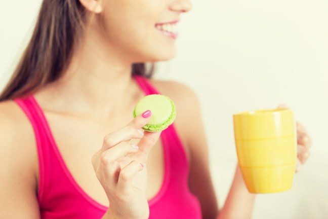 Die Idee ist nun, mit Light-Produkten weniger Kalorien aufzunehmen in der Hoffnung, weniger zuzunehmen. Das ist einer der zahlreichen falschen Abnehmratschläge.