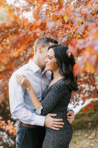 Cozy and Romantic Autumn Engagement Photography by Magdalena Studios_0005