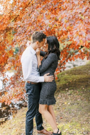 Cozy and Romantic Autumn Engagement Photography by Magdalena Studios 0007