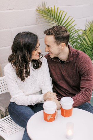 Cozy and Romantic Autumn Engagement Photography by Magdalena Studios_0018