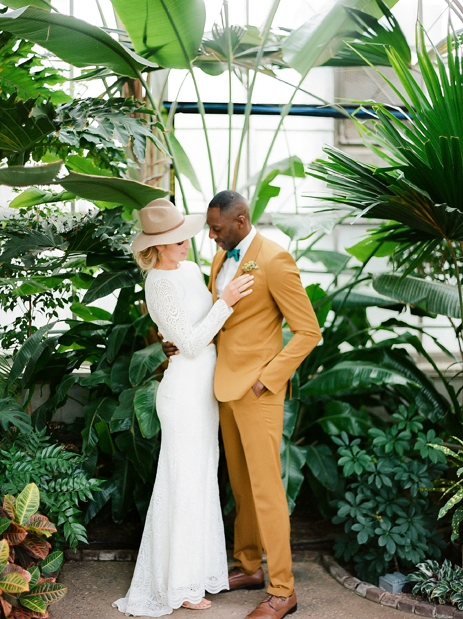 Colorful and Vibrant Wedding Photography at Fairmount Horticultural Center by Magdalena Studios 0045