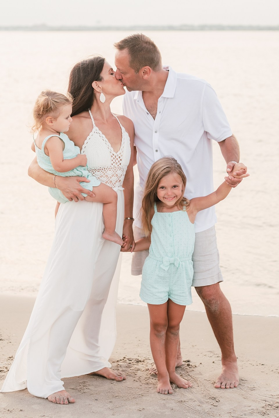 Family Session Outfit Inspiration by Magalena Studios6