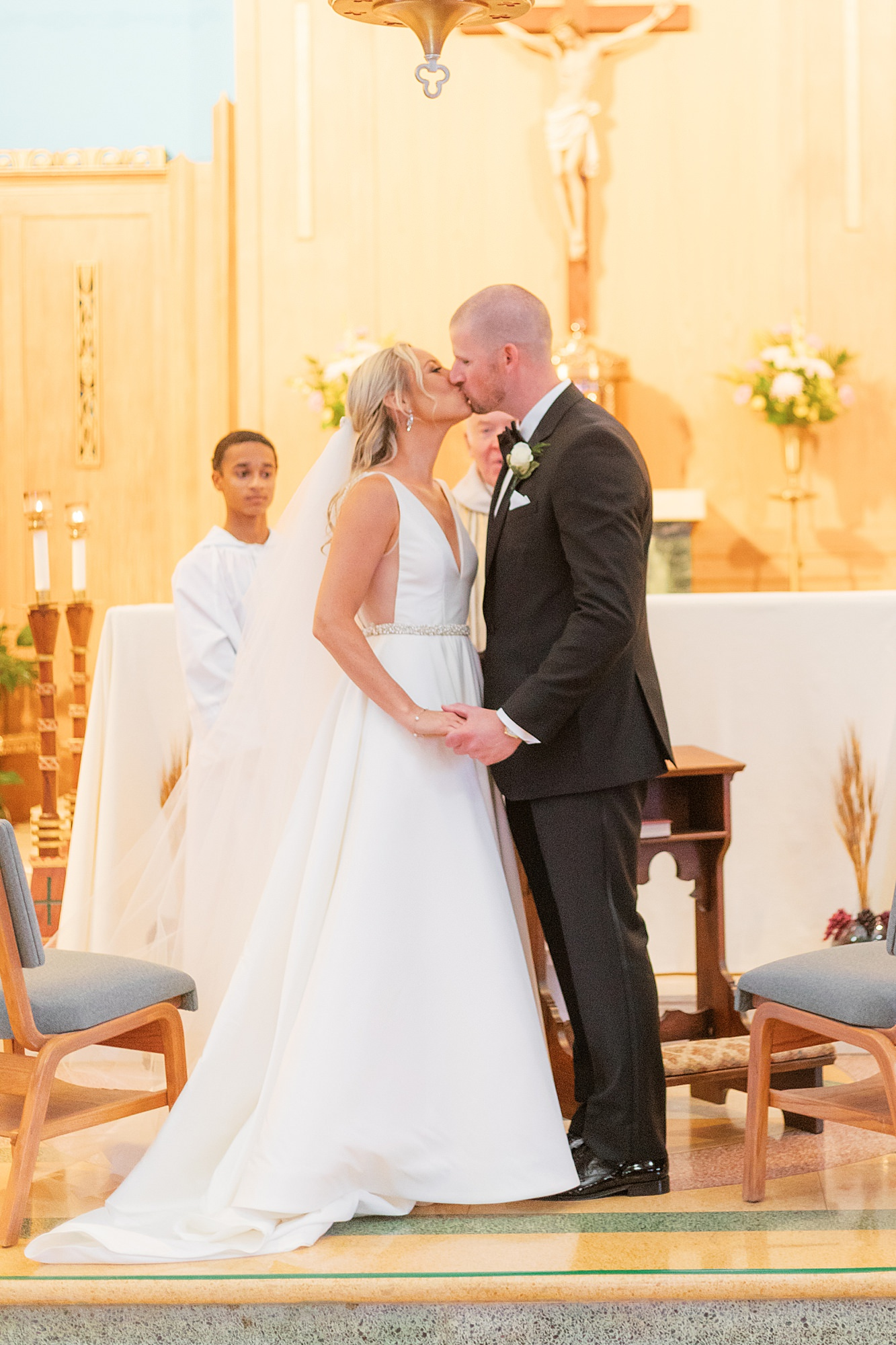 Natural and Vibrant Wedding Photography at the Reeds in Stone Harbor NJ by Magdalena Studios 0025