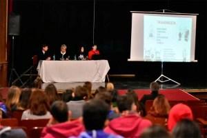 Se realizó una charla informativa sobre tuberculosis en el teatro de Magdalena