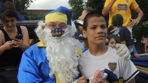 El Papá Noel Bostero recorrió las calles de Magdalena. Anuario de la Peña Xeneixe